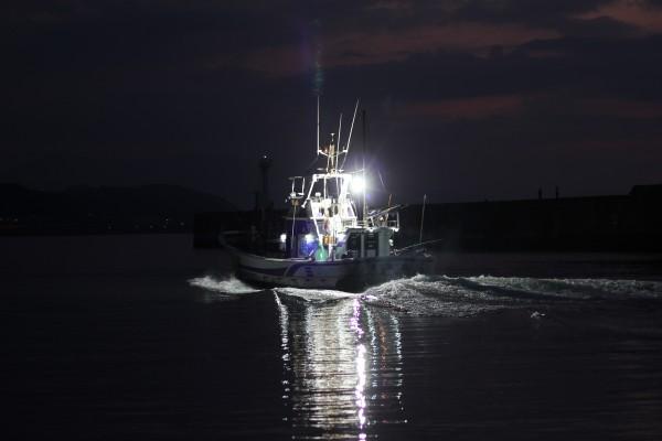 漁師の船が出航